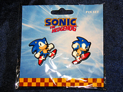 Sonic the Hedgehog Pin Set: Sonic Running and About to Dash (PVC)