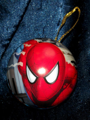 Spiderman Christmas Ornament: Spiderman and Shocker with Puzzle