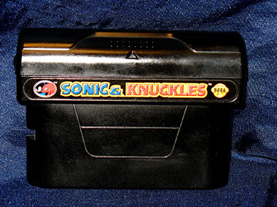 Sega Genesis Game: Sonic & Knuckles with Box
